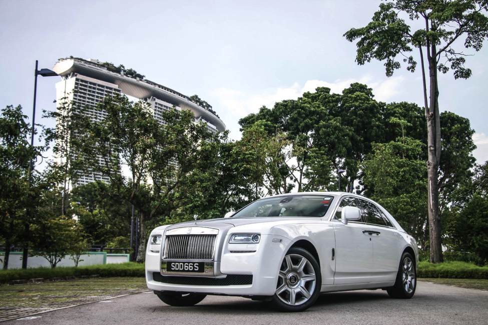 The Rolls Royce Ghost Is A Luxury Saloon From Motor Cars Ng 6 6l V12 Twin Turbo Engine Nameplate Named In Honor Of